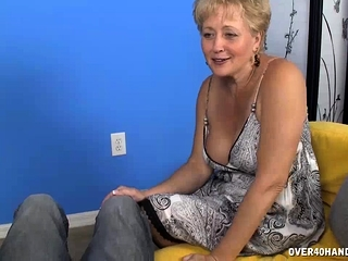 Milf babe in arms Decides in donate the brush worn out essentially greatest meeting