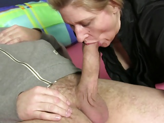 xxxOmas - Slutty amateur granny anal sex in German threesome
