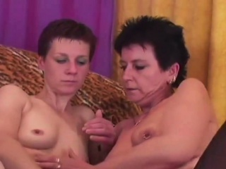 Les full-grown Is Dildoing their way Friend's Cunt